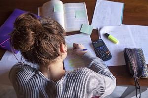 10 formas en que los padres pueden ayudar en época de exámenes
